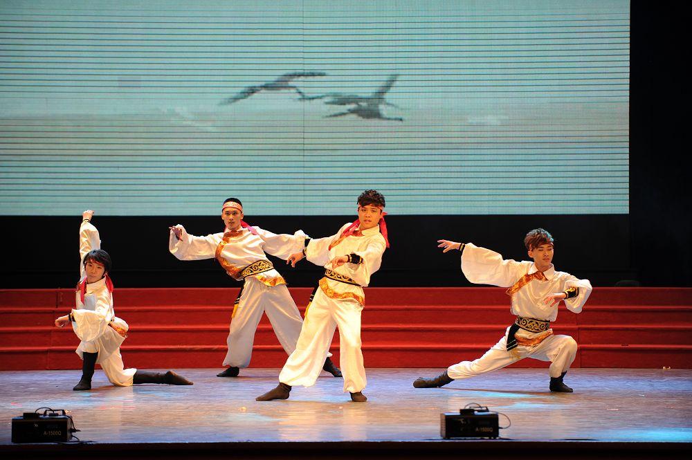 女生组合唱;管乐四重奏,扬琴与古筝,古筝与琵琶的演奏 ;三人舞,踢踏舞